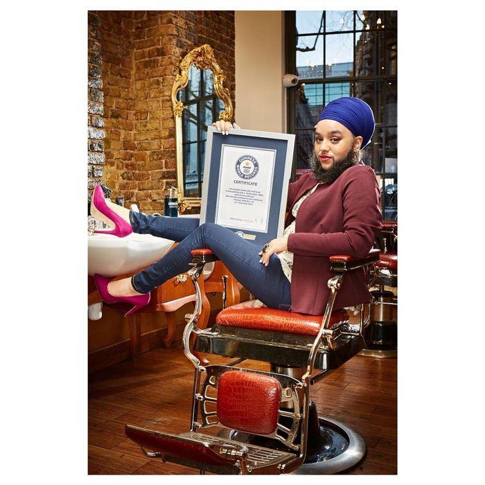 Kaur terpilih sebagai pemegang rekor dunia sebagai wanita termuda yang memiliki jenggot penuh