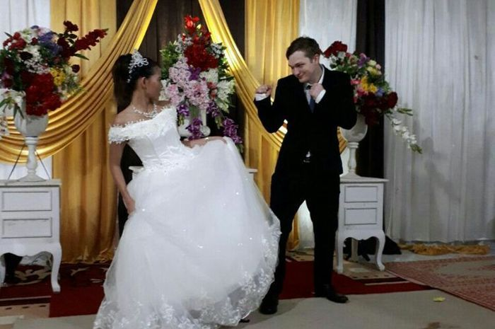 Foto Pernikahan Sri dan Ezra