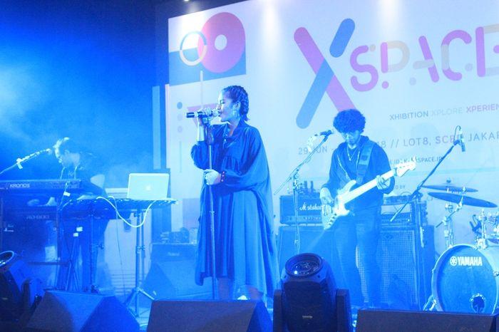 Andini tampil jadi salah satu musisi di Xspace 2018 pada Sabtu (30/7). Xspace kali ini berlokasi di