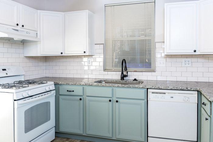 Kabinet dapur warna mint