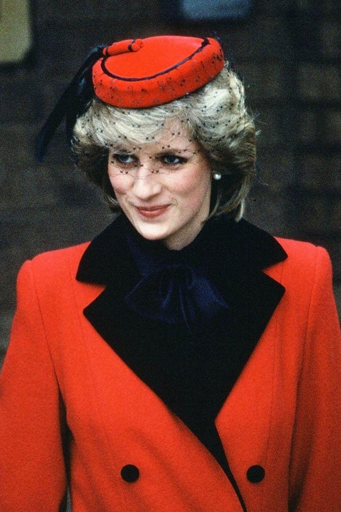 10 Topi Paling Ikonik yang Pernah Dikenakan Putri Diana 16e02b0d2d