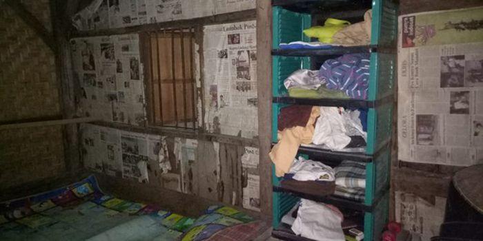 Rumah Zohri Penuh Tambalan Koran