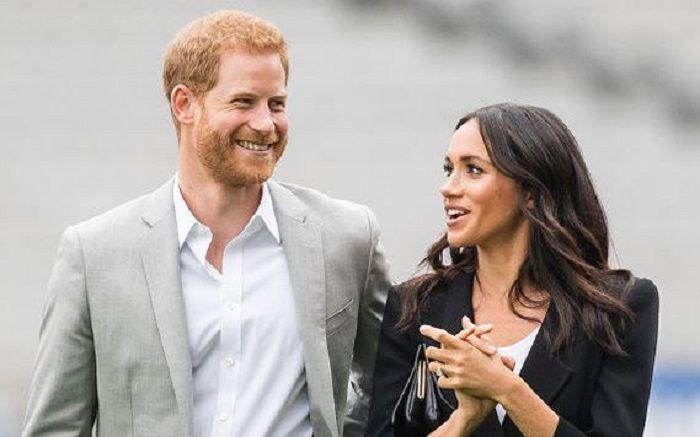 Sang Ratu memberikan tugasnya kepada Pangeran Harry dan Meghan