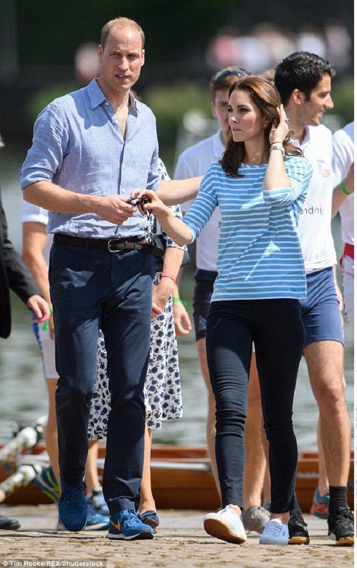 Kate Middleton tampak santai menggunakan sepatu sporty