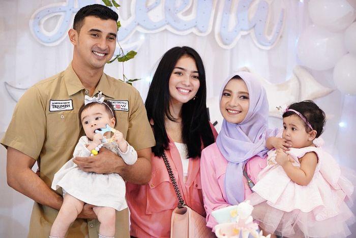 Citra Kirana bersama keluarga Ali syakieb