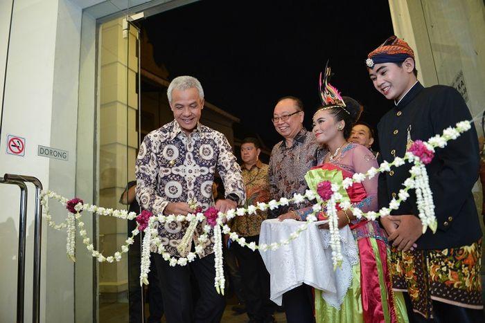 Gubernur Jawa Tengah Gandjar Pranowo membuka pameran pusaka peranakan Tionghoa di Semarang Contemporary Art Gallery (13/07/2018).