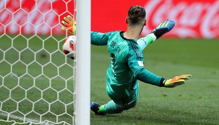 MOSCOU, MO - 01.07.2018: SPAIN VS RUSSIA - David DE GEA of Spain takes a penalty kick from Denis CHE