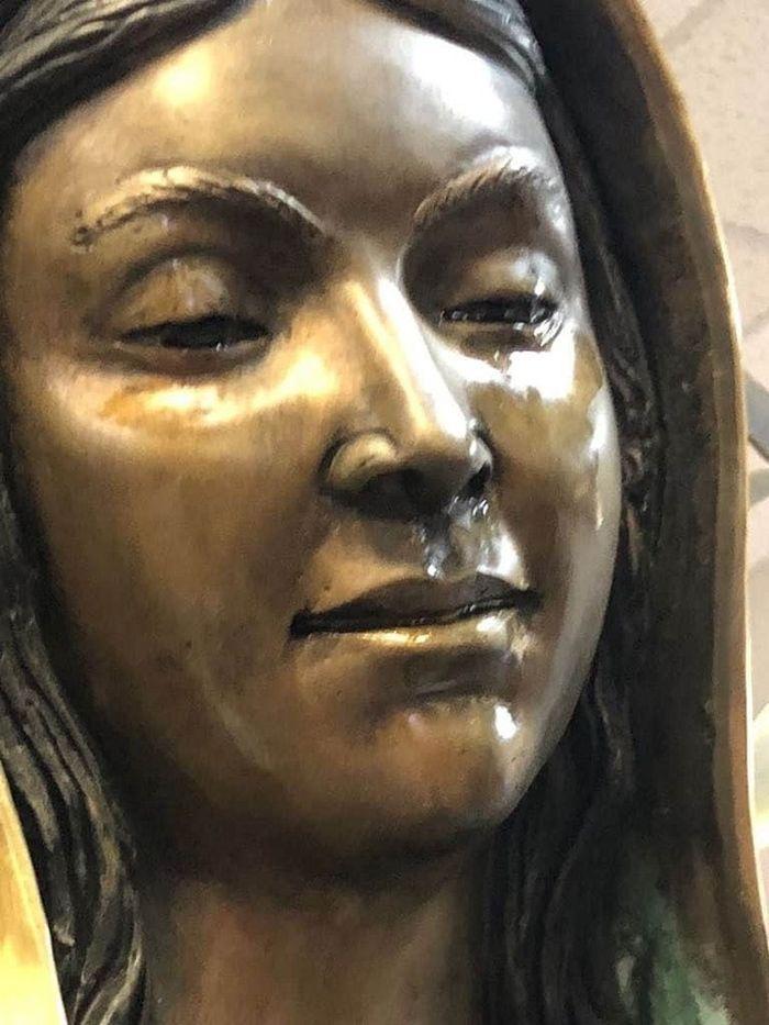 Patung Bunda Maria Menangis Minyak Zaitun, Pihak Gereja Tak Habis Pikir