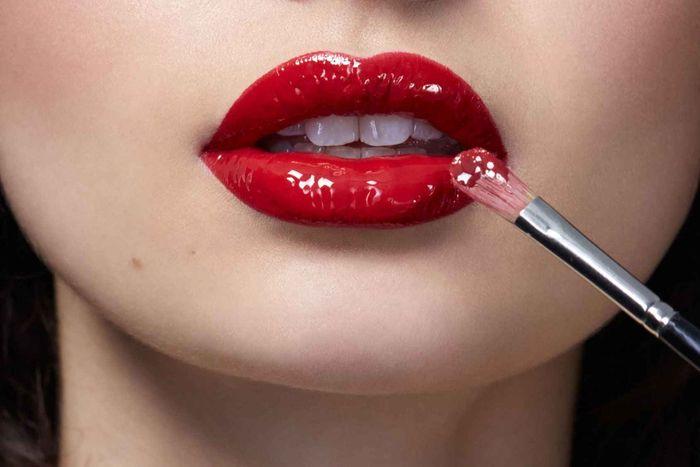Gunakan Lip Gloss