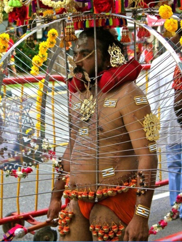 Ritual aneh yang diyakini beberapa orang dari berbagai negara