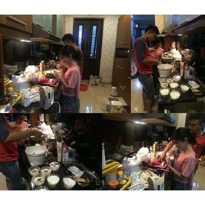 Salsha memasak pudding sendiri
