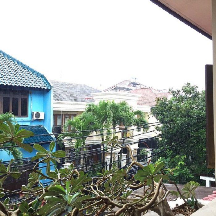 Dari lantai dua rumah Fatin Shidqia