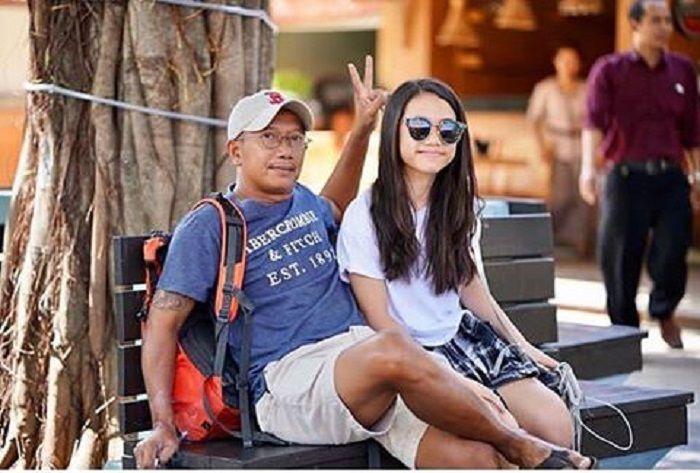 Edwin berfoto dengan Jasmine