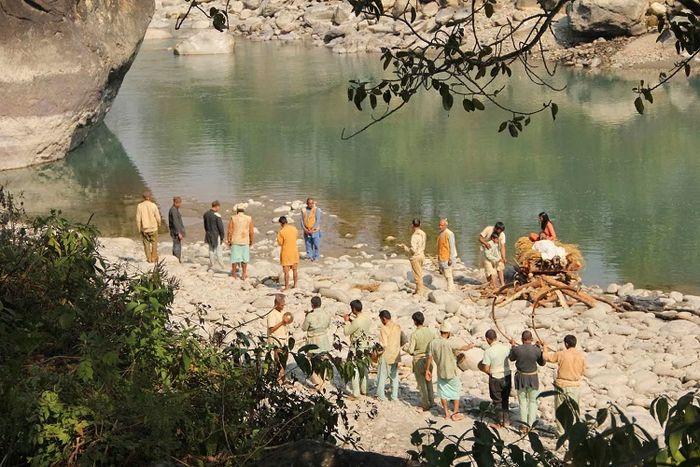 Tradisi Sati di film berjudul Jhola.