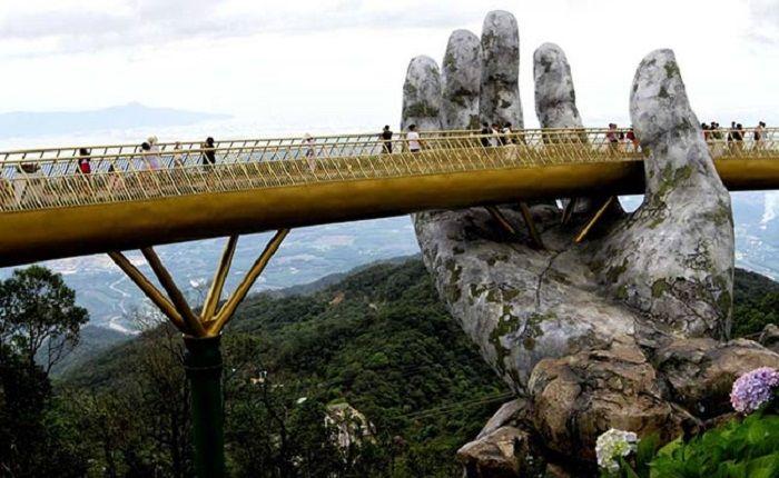 Jembatan  Cau Vang.