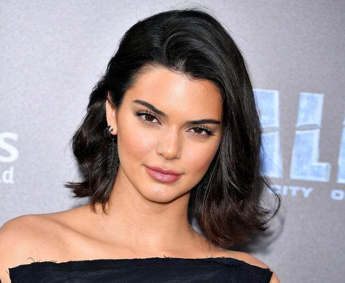 Kendall Jenner rambut hitam