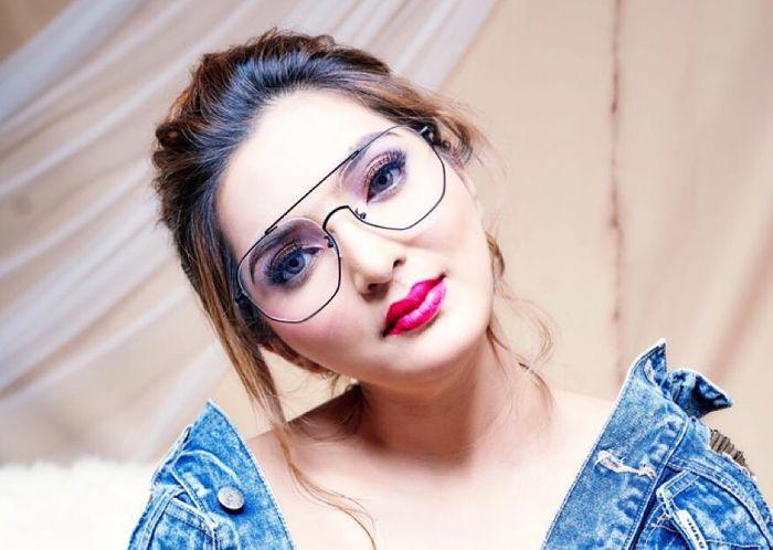 Ashanty dengan kacamata millennials f61b29b629