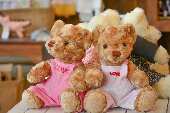 Kain rasfur digunakan pada boneka beruang