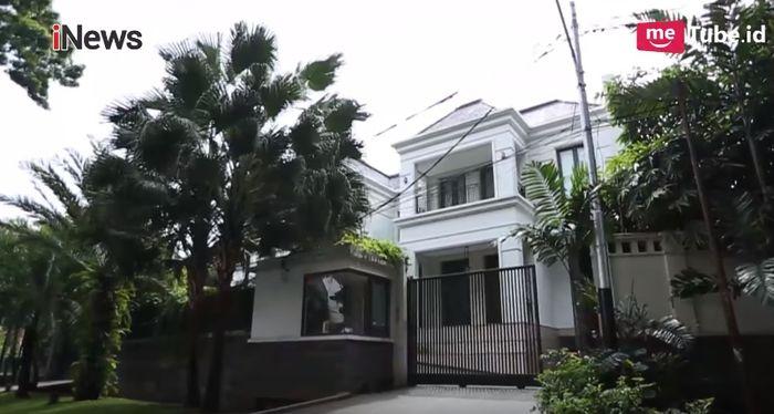 Dita tinggal di perumahan elit di Jakarta