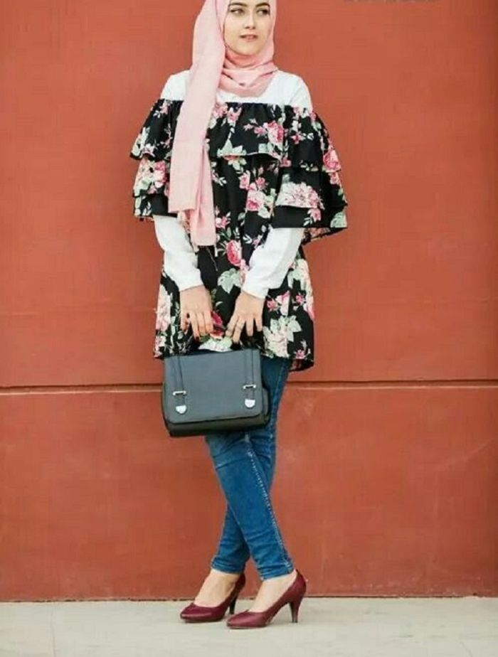 off shoulder + skinny jeans hijabers