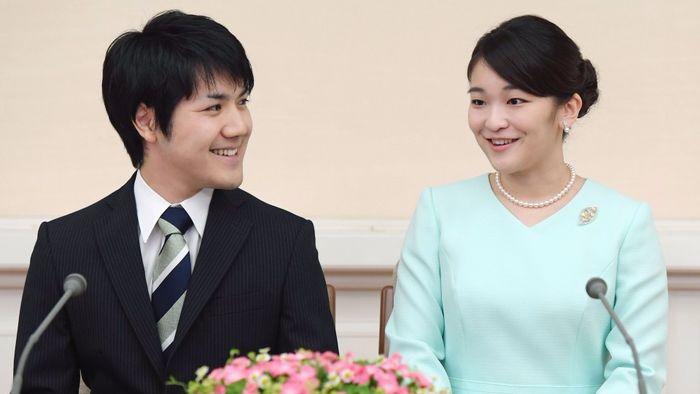 Putri Mako dan Komuro saat mengumumkan rencana pernikahan mereka tahun 2017 silam