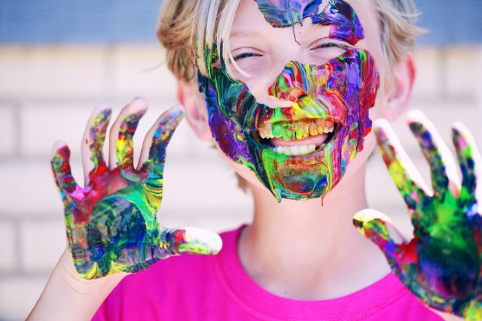 Ilustrasi anak yang suka berimajinasi