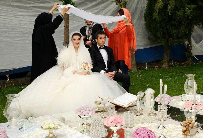 Pemerintah Iran membantu dana bagi warganya yag akan menikah