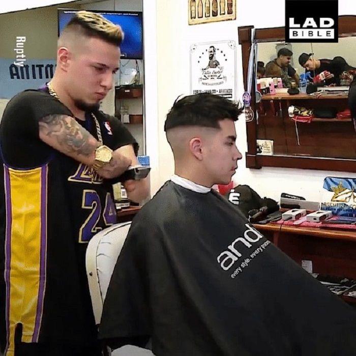 Gabriel menjadi tukang cukur meski tak punya tangan