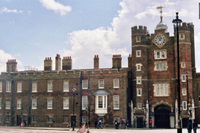 Tampak depan Istana St. James