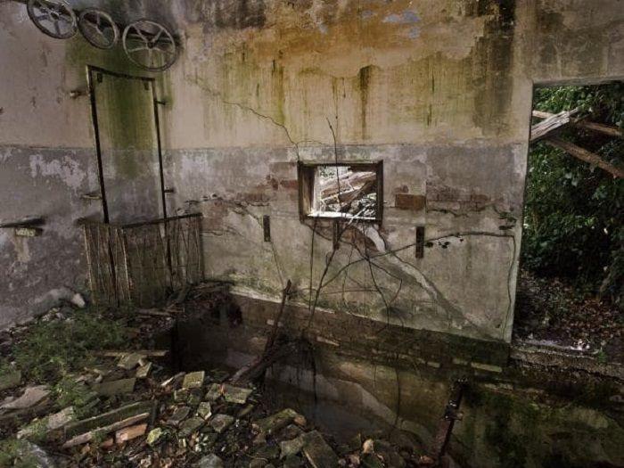 Kondisi bagian dinding di bangunan Poveglia