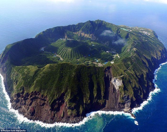 Aogashima, Laut Filipina.