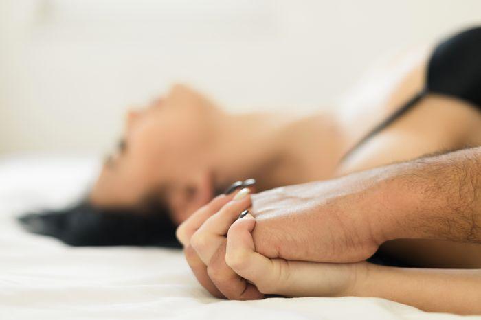 Beragam reaksi terhadap orgasme pun bisa dialami, dari mulai tubuh terguncang, kaki bergetar, hingga