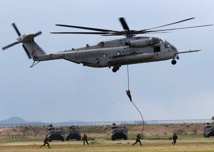 Pasukan elit ARDB melakukan latihan pendaratan