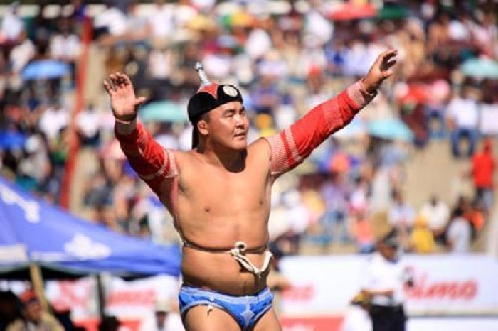 Kostum kebanggaan gulat Mongolia.