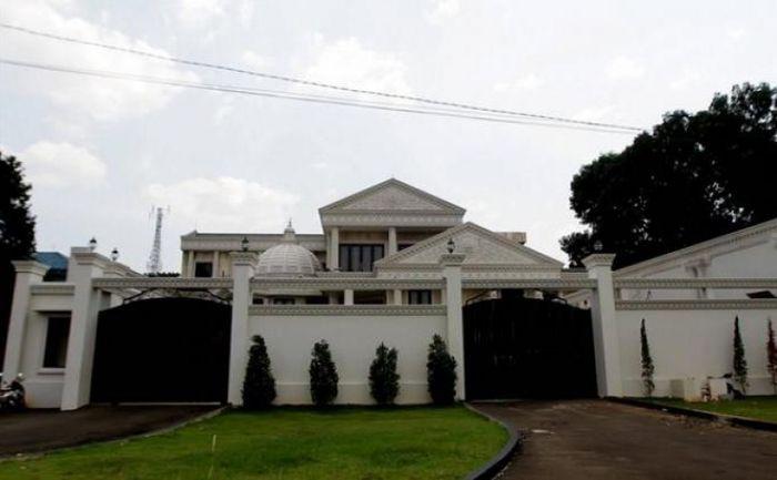 Rumah milik Anang Hermansyah