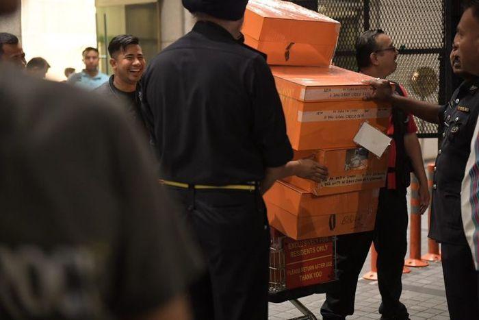 Tas mewah milik Rosmah Mansor yang disita