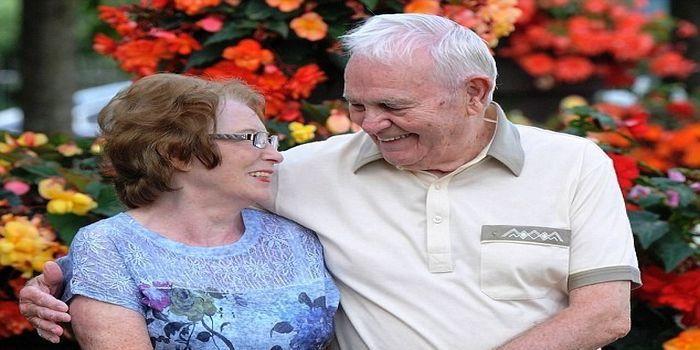 Cinta Ron pada Ruth tidak pernah pupus setelah puluhan tahun.