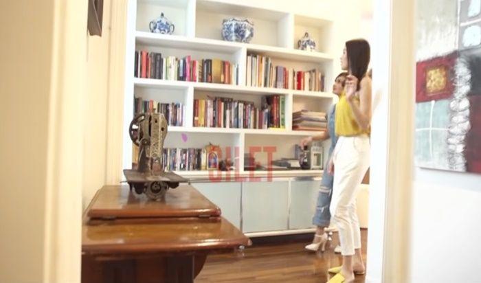 Ruang baca di rumah Yuni Shara
