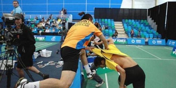 Pebulu tangkis Thaland, Bodin Issara menyerang mantan pasangannya, Maneepong Jongjit di final ganda