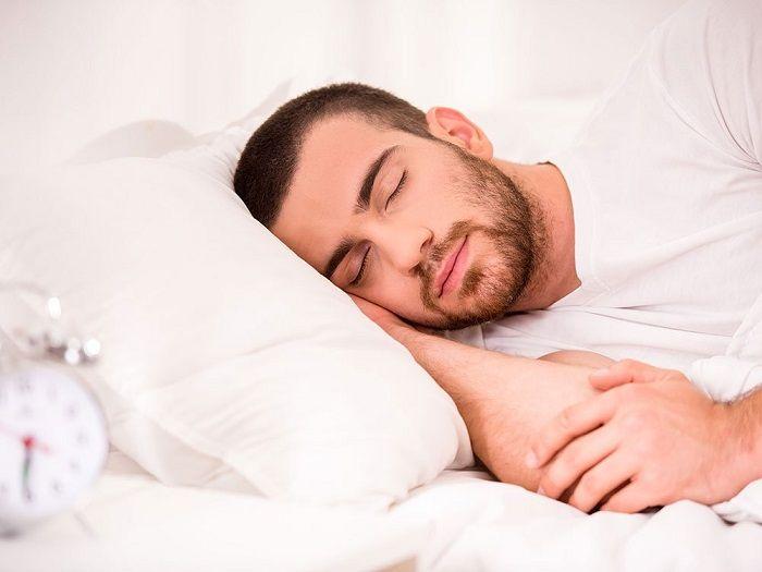 Cara tidur yang tepat akan membuat badan kita lebih segar.