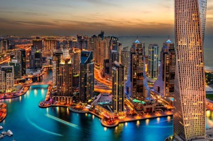 Downtown and Jumeirah Lake Towers di Film Star Trek Beyond