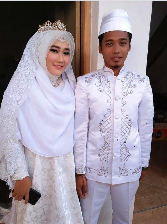 Pasangan yang menikah di pengungsian