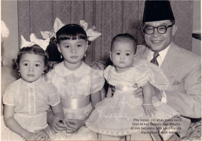 Bung Hatta bersama tiga putrinya.