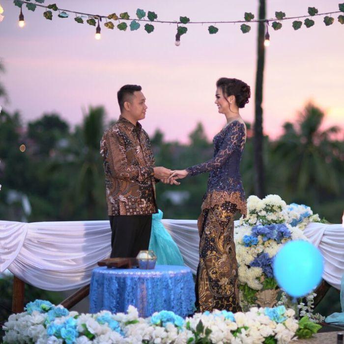 Kezia Warow bertunangan dengan Christian Rantepadang