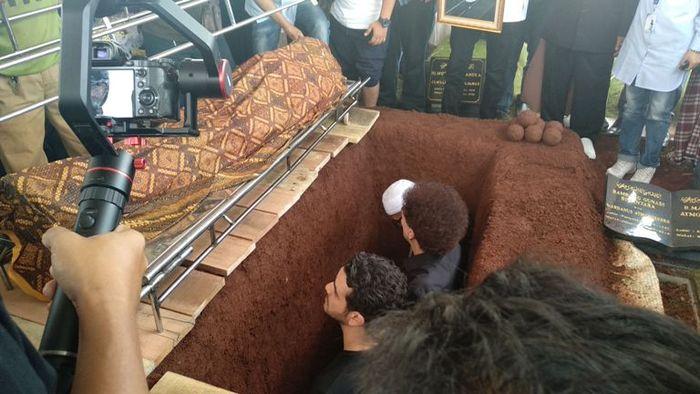 Pemakaman <a href='http://palembang.tribunnews.com/tag/faldy-albar' title='Faldy&nbsp;Albar'>Faldy&nbsp;Albar</a>