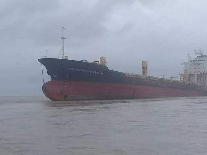 Kapal kontainer tak bertuan Sam Ratulangi kandas di perairan Yangon Myanmar