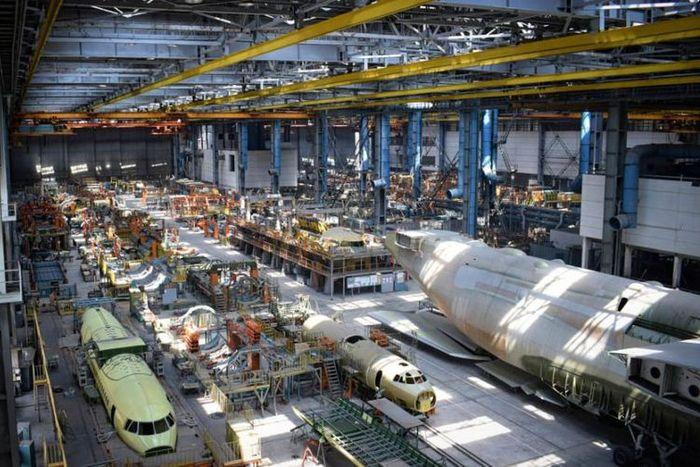 Kondisi hanggar pesawat kedua Antonov An-225 yang terbengkalai.(Pavlo Fedykovych)