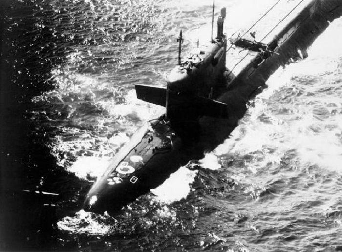 K-219, rusak karena ledakan.