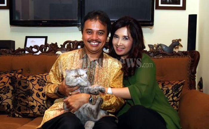 Roy Suryo bersama istrinya, Ismarindayani Priyanti atau yang lebih akrab disapa Ririn