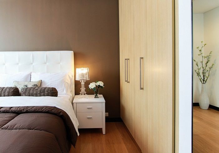 Feng SHui menyarankan untuk memberikan warna yang lembut pada dinding kamar